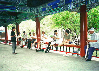The same group of erhu players, with a different singer